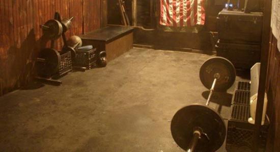 Ins Fitnessstudio zu gehen dient dazu, Gewicht zu verlieren